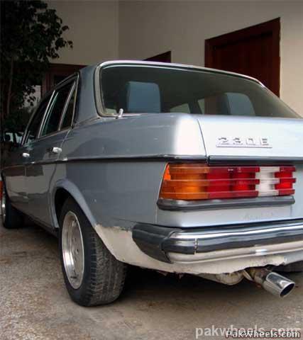 Mercedes Benz E Class - 1982 Emran Xahyd Image-19