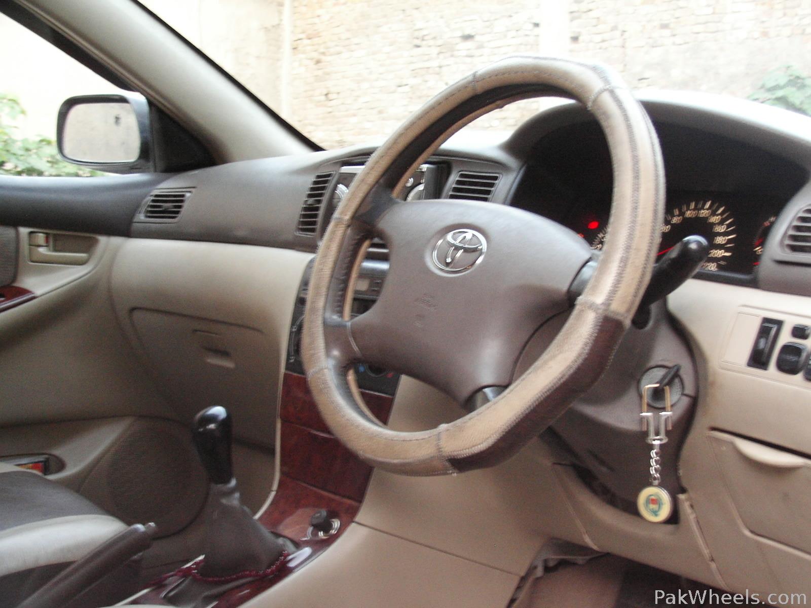 Toyota Corolla SE Saloon 2002 Image-3