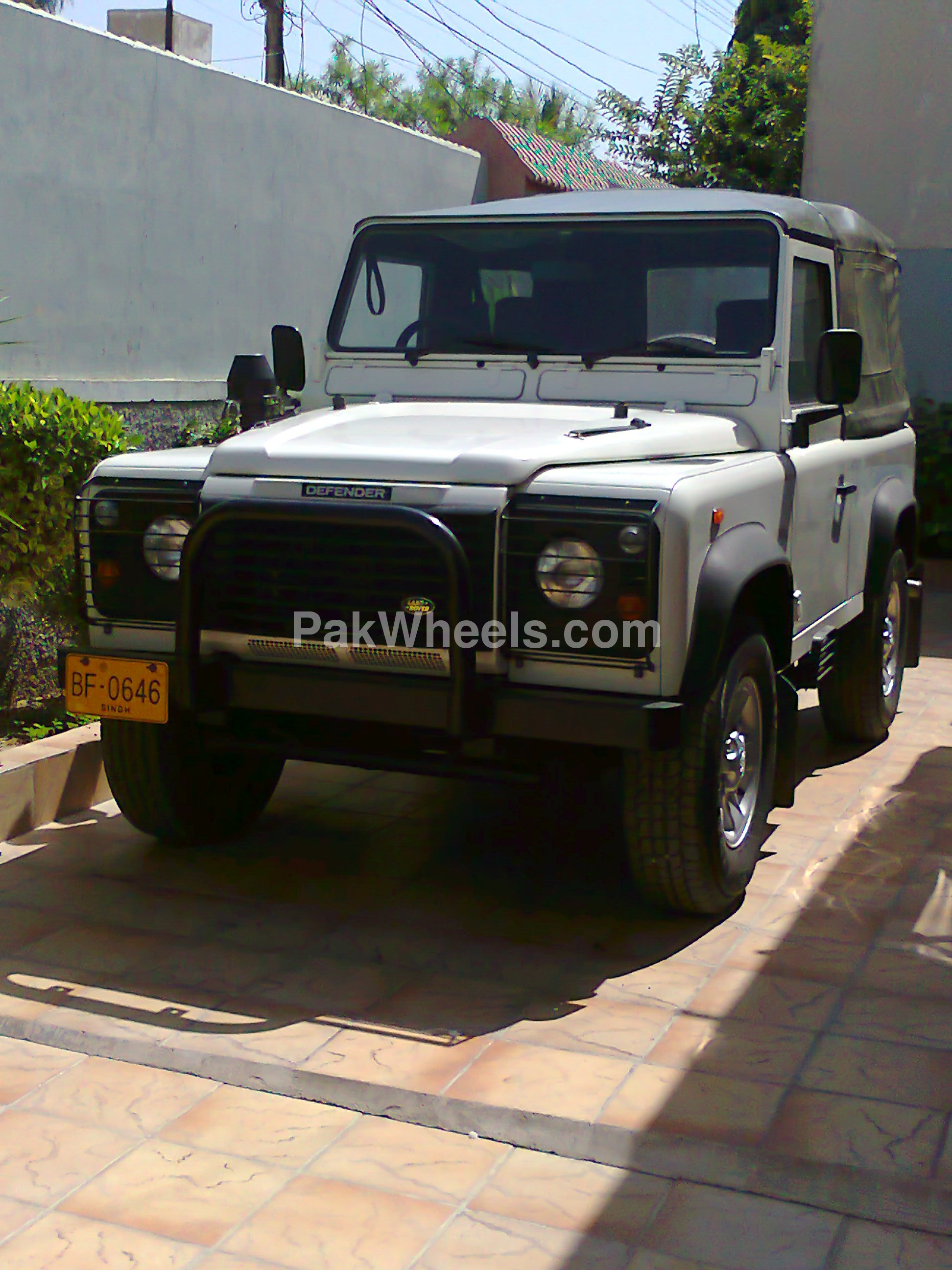 2010 Land Rover Defender photo - 2