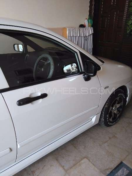 Suzuki Liana RXi (CNG) 2011 Image-3