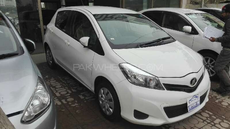 Toyota Vitz F Limited 1.0 2012 Image-3
