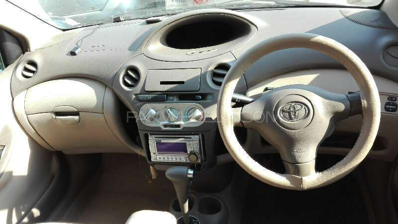Toyota Platz 2004 Image-4