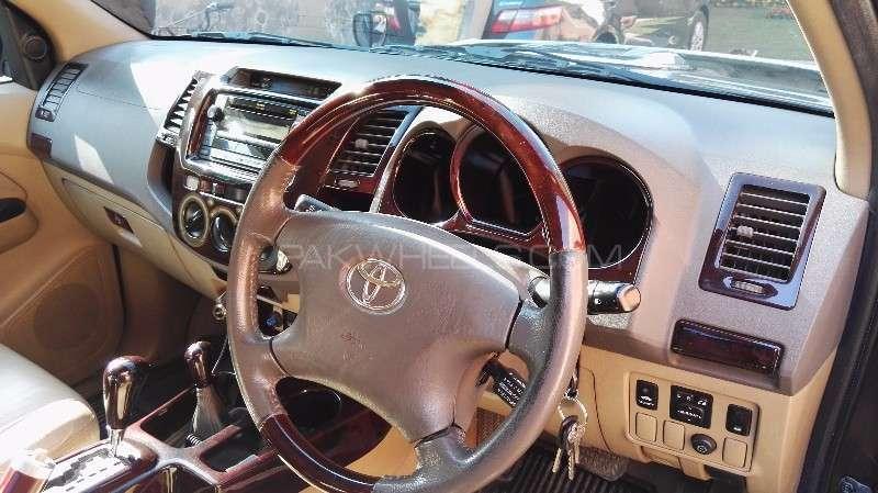Toyota Hilux D-4D Automatic 2010 Image-8