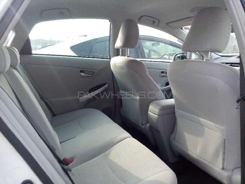 Toyota Prius S 1.8 2013 Image-8
