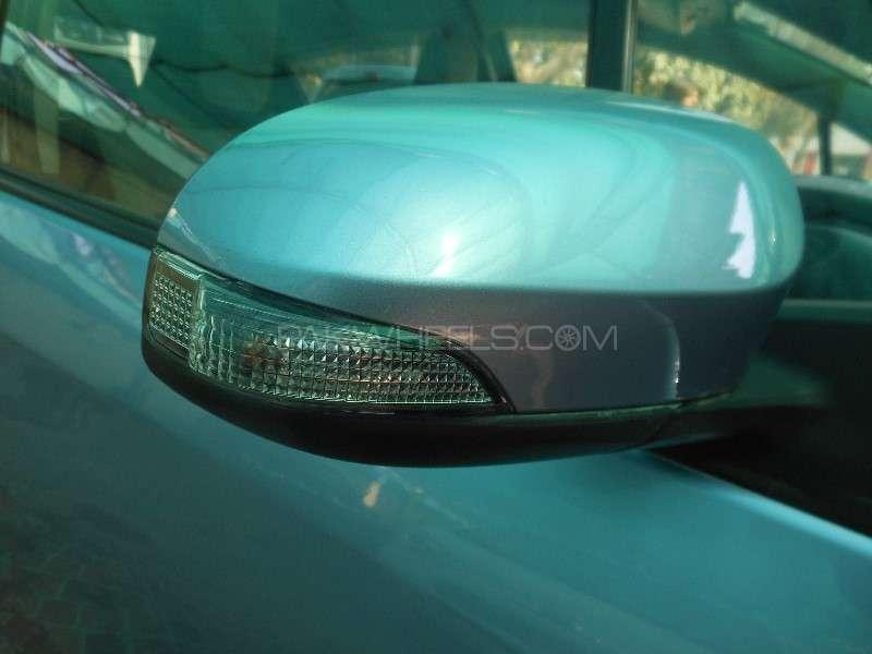 Toyota Vitz F 1.0 2013 Image-12