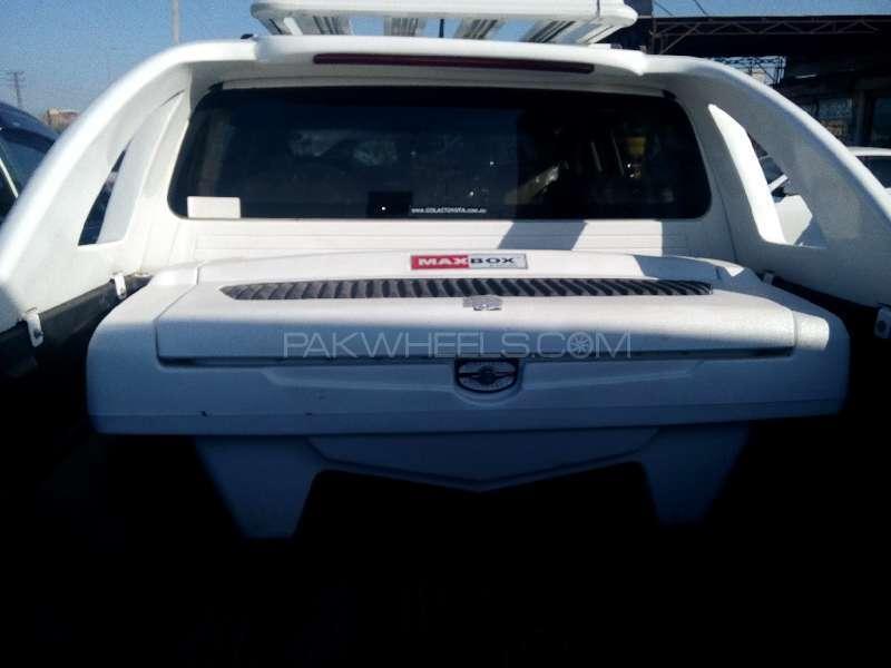 Toyota Hilux D-4D Automatic 2012 Image-5