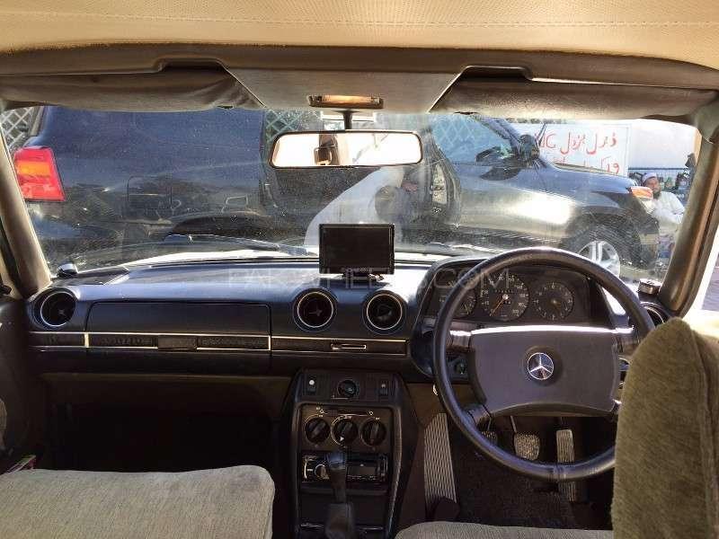 Mercedes Benz 250 D 1977 Image-9