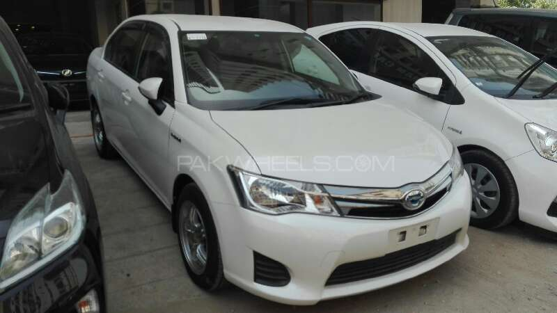 Toyota Corolla Axio X 1.3 2012 Image-2