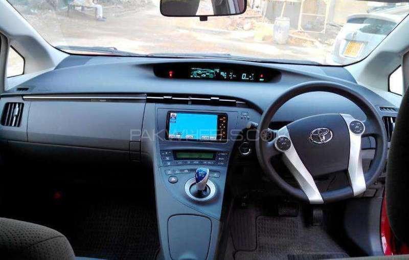 Toyota Prius S Touring Selection 1.8 2011 Image-3