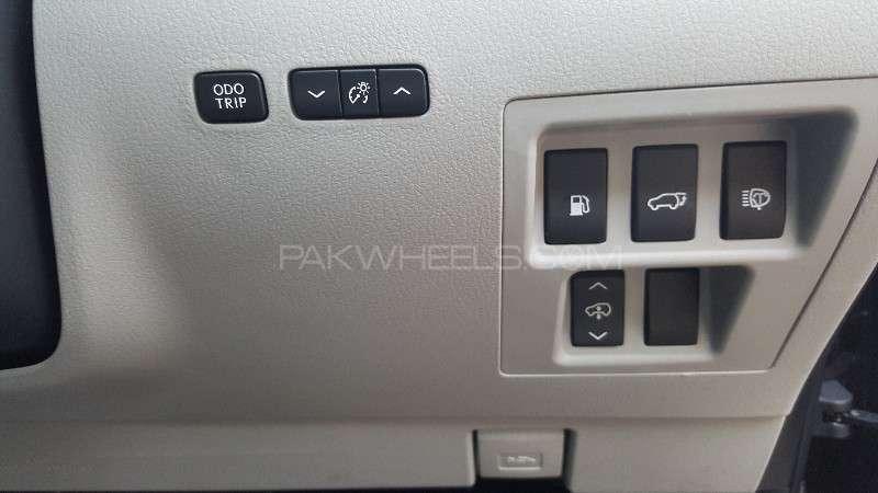 Lexus RX Series 450H 2011 Image-12