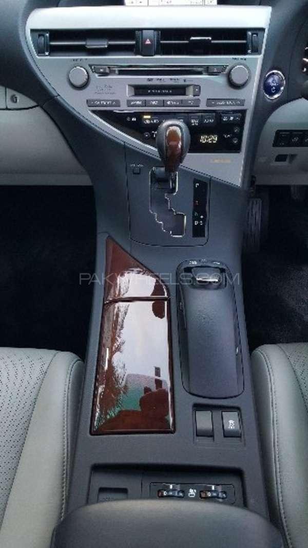 Lexus RX Series 450H 2011 Image-18