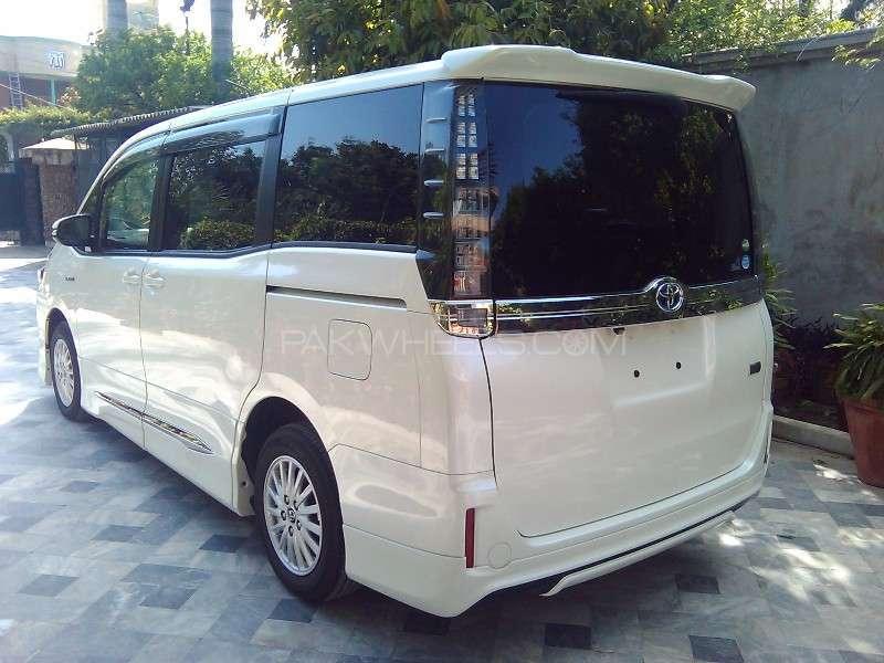 Toyota Voxy V 2014 Image-12
