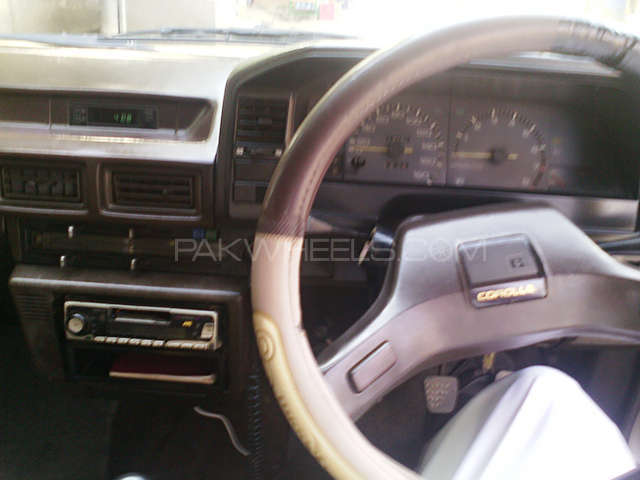 Toyota Corolla SE Saloon 1986 Image-8