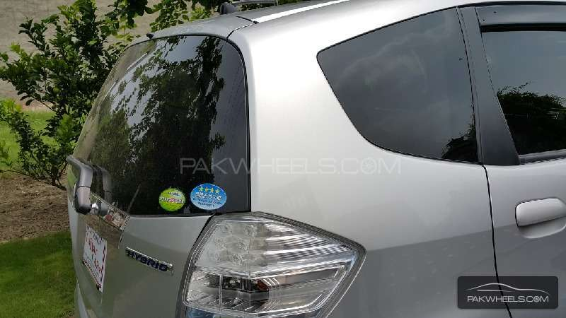Honda Fit Hybrid Navi Premium Selection 2011 Image-4