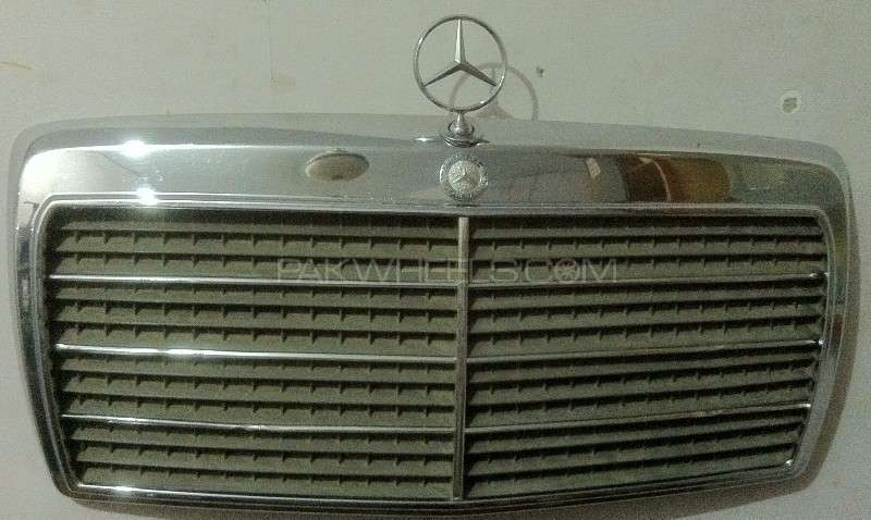 Mercedes Benz W124 Complete Front Grill Image-1