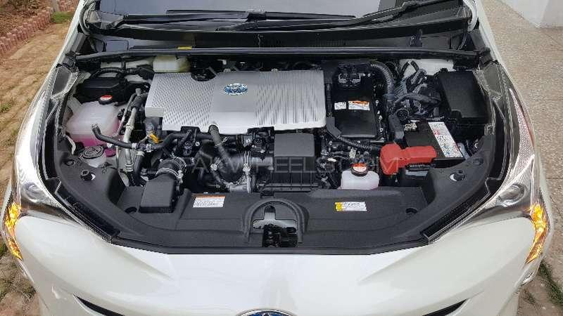 Toyota Prius S LED Edition 1.8 2015 Image-16