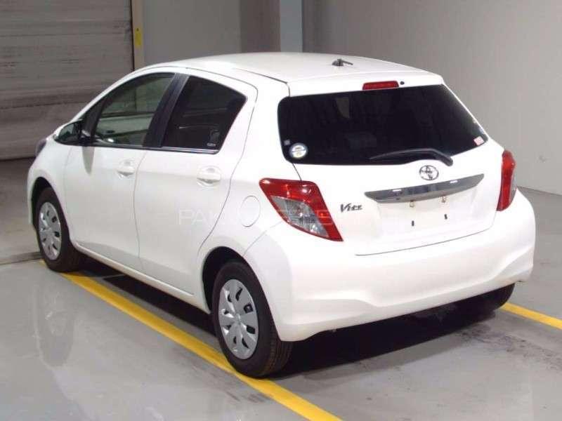 Toyota Vitz F Limited 1.0 2013 Image-10