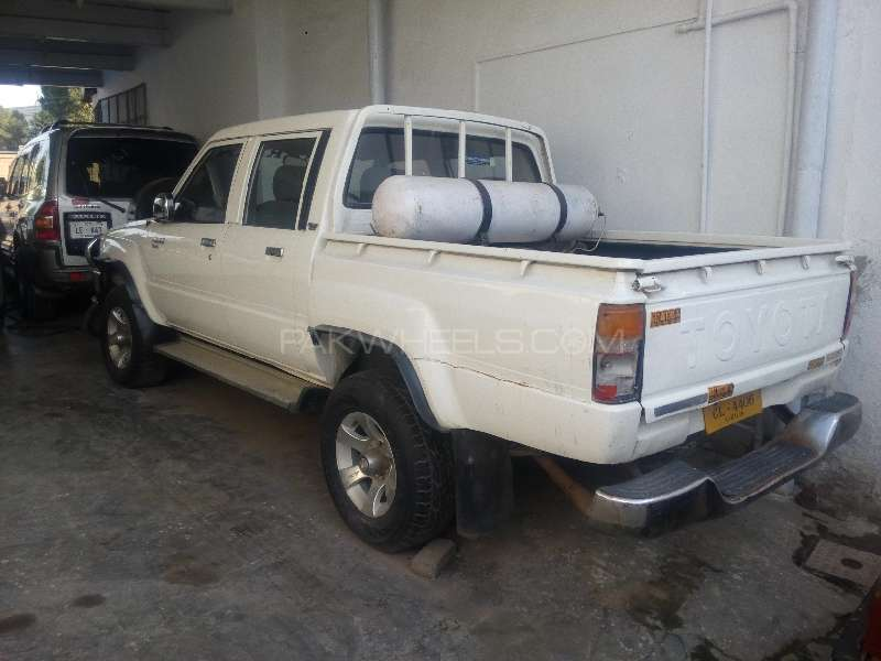 Toyota Hilux Double Cab 1984 Image-2
