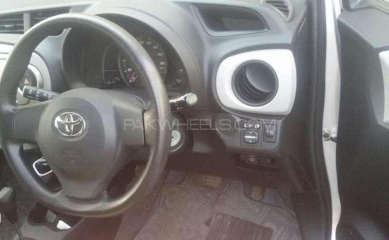 Toyota Vitz 2011 Image-4