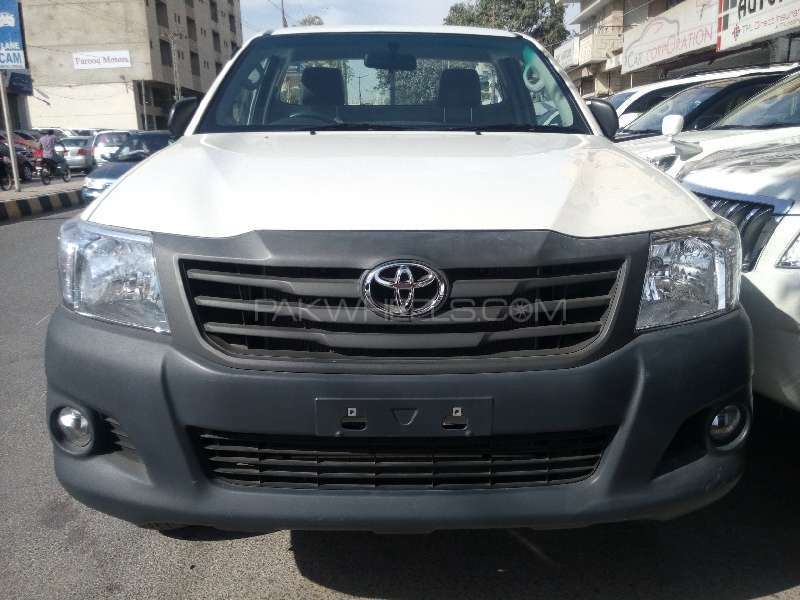 Toyota Hilux 4x4 Single Cab Standard 2015 Image-1