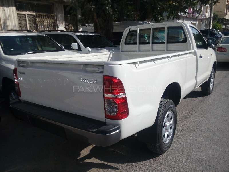 Toyota Hilux 4x4 Single Cab Standard 2015 Image-7