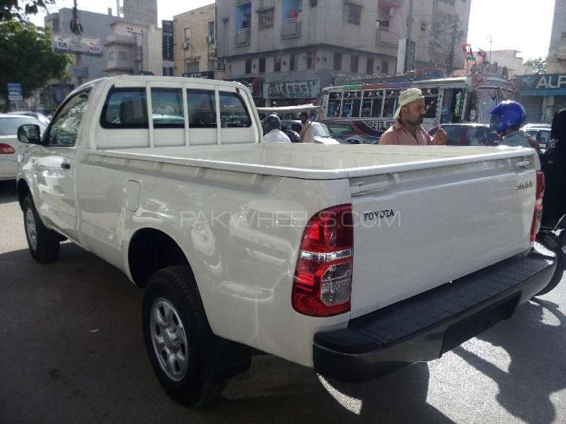 Toyota Hilux 4x4 Single Cab Standard 2015 Image-8