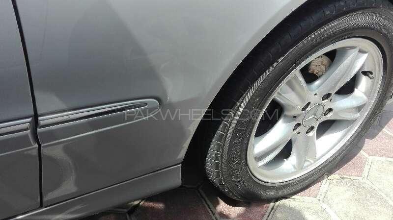 Mercedes Benz CLK Class 2002 Image-6