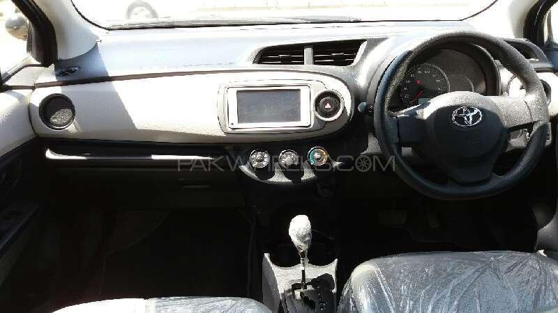 Toyota Vitz F 1.0 2012 Image-8