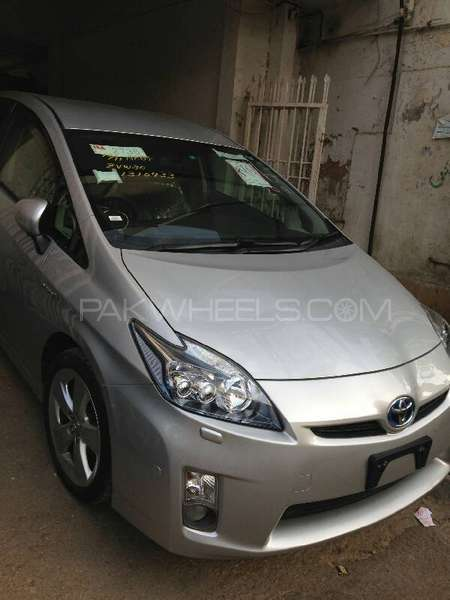 Toyota Prius G Touring Selection 1.8 2011 Image-4