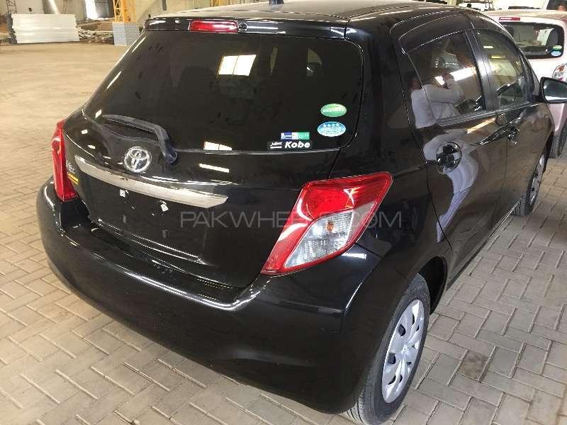 Toyota Vitz F 1.0 2013 Image-5