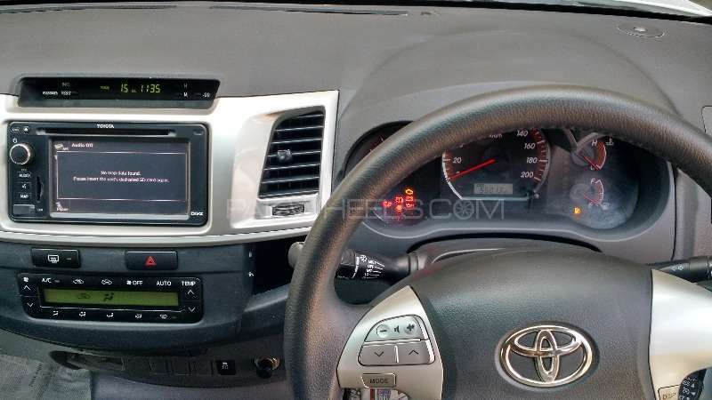 Toyota Hilux 2012 Image-4