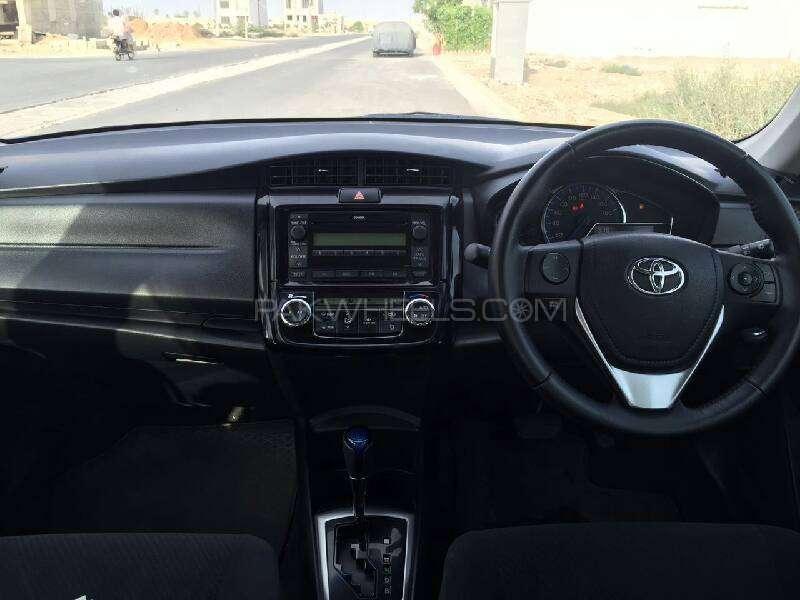 Toyota Corolla Axio Hybrid 1.5 2013 Image-8
