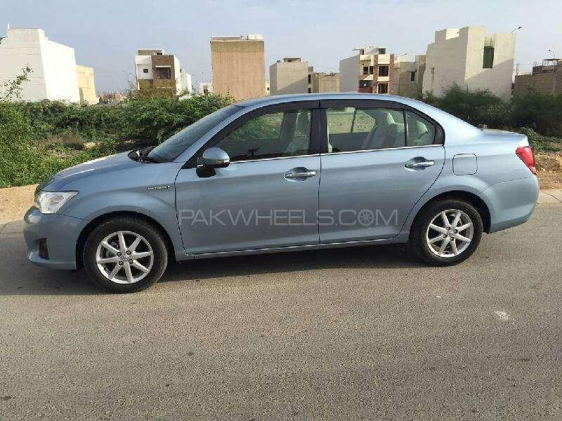 Toyota Corolla Axio Hybrid 1.5 2013 Image-12