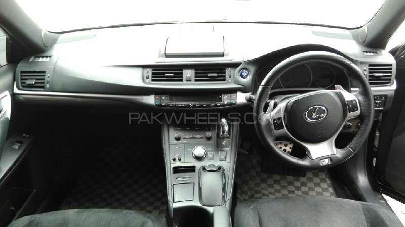 Lexus CT200h F Sport 2011 Image-6
