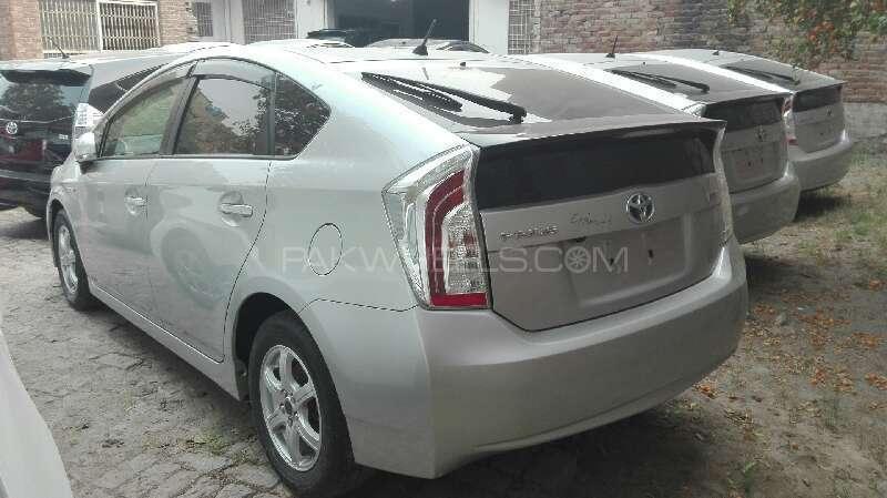 Toyota Prius S 1.8 2012 Image-2