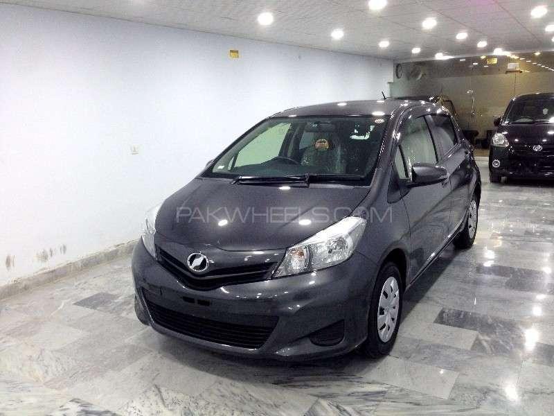 Toyota Vitz F Limited 1.0 2013 Image-2
