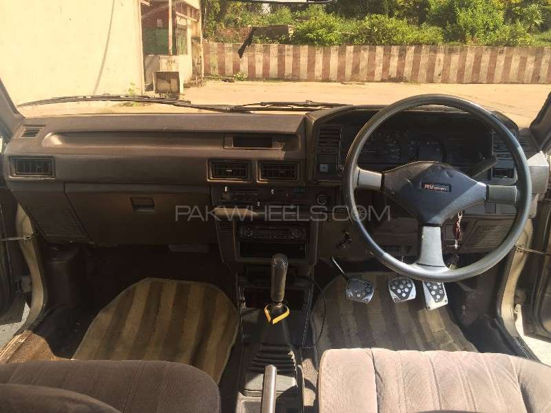 Toyota Corolla DX Saloon 1986 Image-3