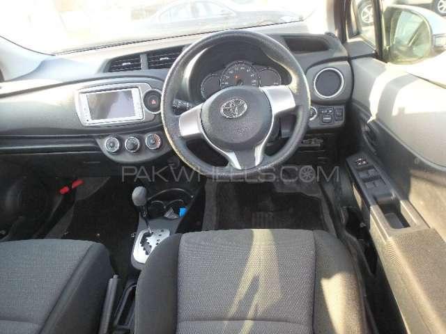 Toyota Vitz F Limited II 1.0 2013 Image-4