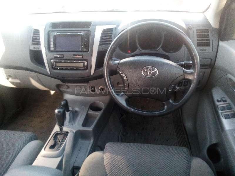 Toyota Hilux D-4D Automatic 2010 Image-7
