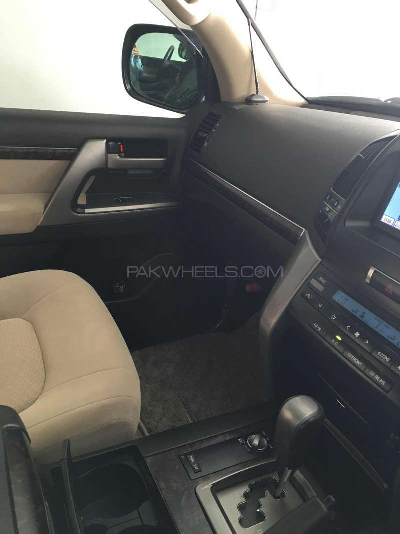 Toyota Land Cruiser AX 2011 Image-5