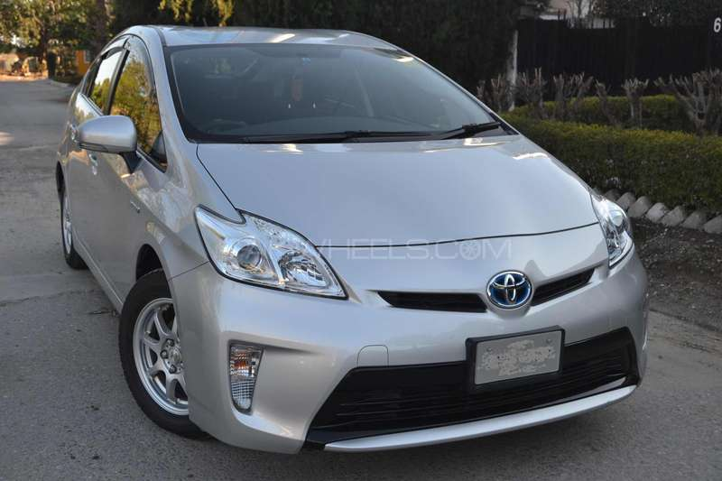 Toyota Prius L 1.8 2012 Image-1