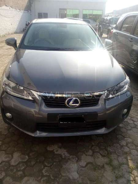 Lexus CT200h Version L 2013 Image-1