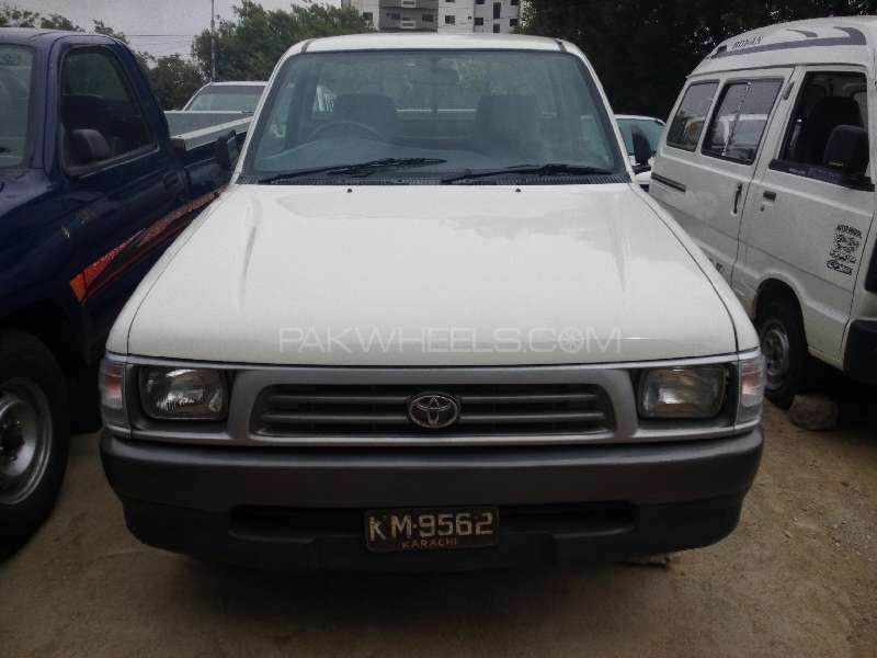 Toyota Hilux 2004 Image-1