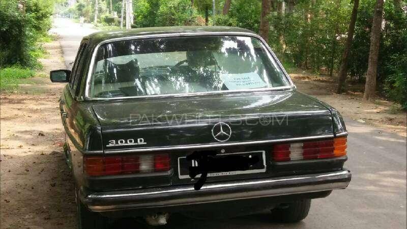 Mercedes Benz 200 D 1975 Image-7