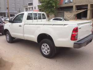 Slide_toyota-hilux-4x4-single-cab-standard-2016-12503805