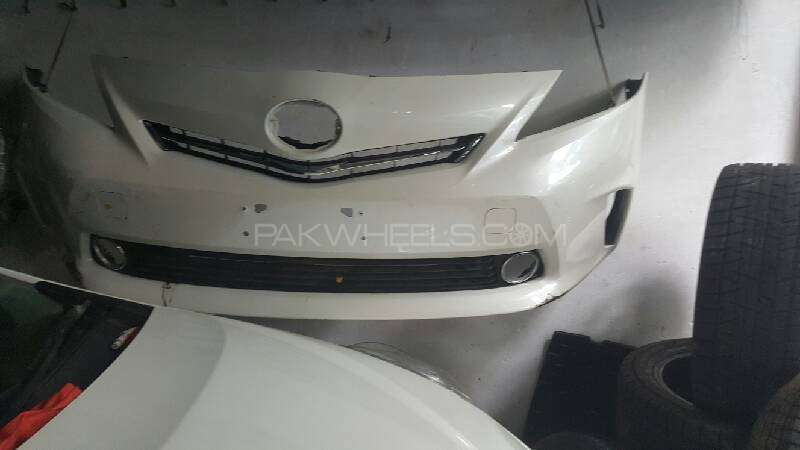 toyota prius alpha front bumper Image-1