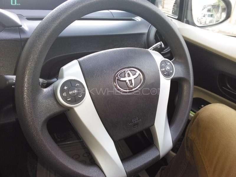 Toyota Aqua S 2012 Image-13