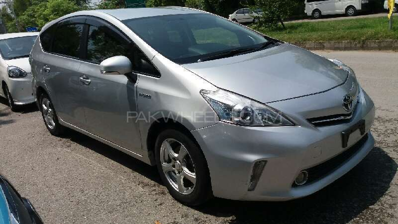 toyota prius alpha g 2012 for sale in islamabad pakwheels. Black Bedroom Furniture Sets. Home Design Ideas
