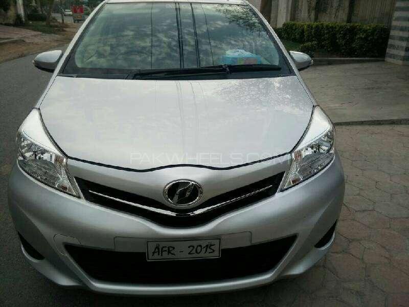 Toyota Vitz F 1.3 2013 Image-1