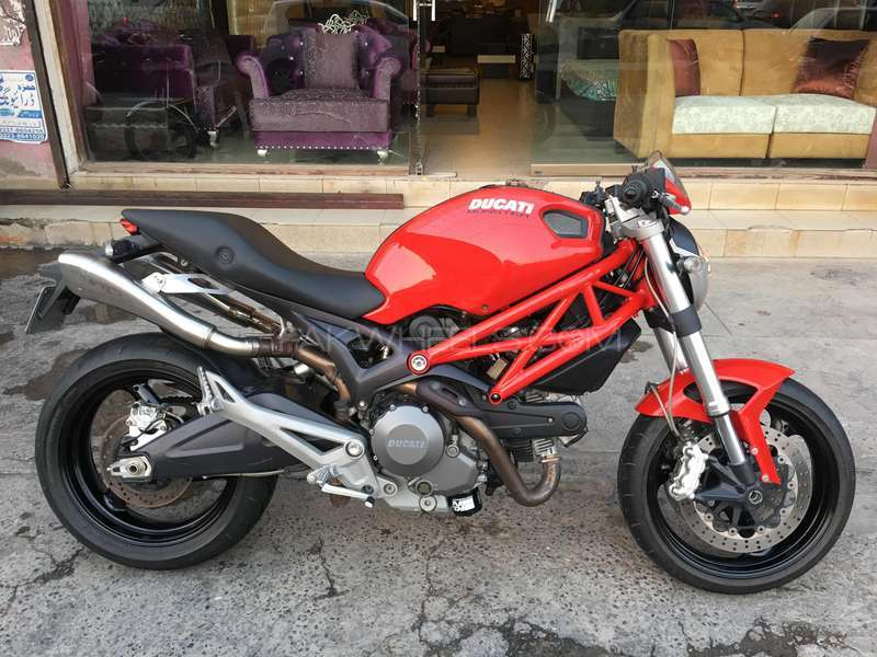 Ducati 696 2010 Image-1